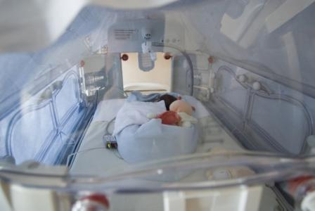 Service de néonatologie au CHU Hôtel-Dieu de Nantes, Hôpital Mère-et-Enfant. Les bébés prématurés y restent en couveuse jusqu'à la date théorique de leur naissance.